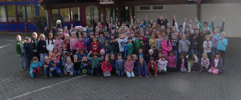 2015.11.09. Alle Schüler der GS Essenheim klein