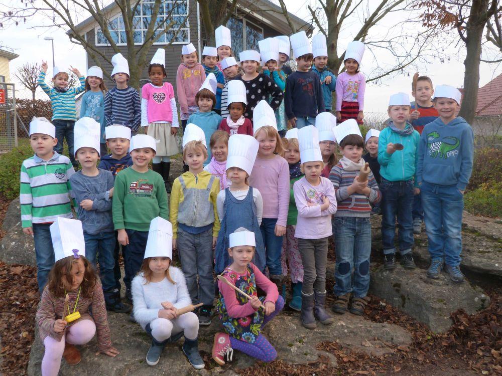2015.11.23. Kochbuch Stufenfoto 1. Klassen klein
